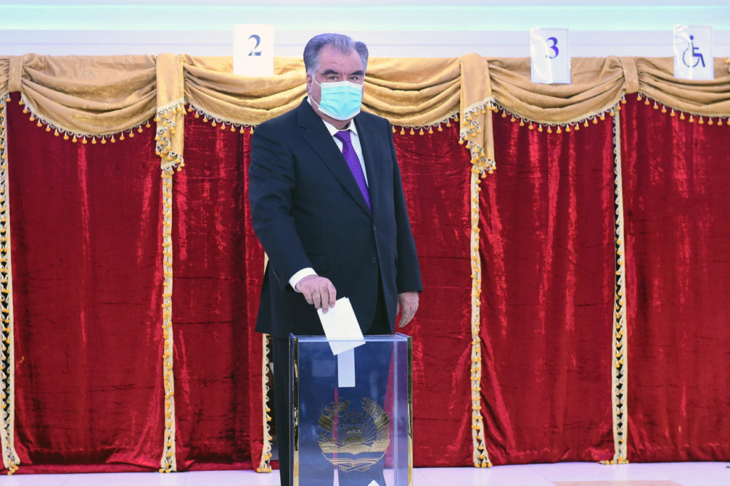 Emomali Rahmon casting a vote while wearing a medical mask
