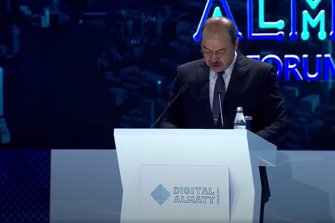 """The prime minister of Uzbekistan speaking at the Forum """"Digital Reboot: A Breakthrough into a New Reality"""""""