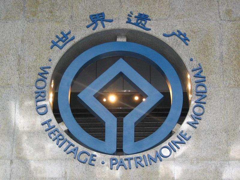 A window shaped like the World Heritage Logo, a square in a circle.