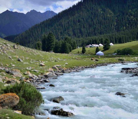 yurts valley montain kyrgyzstan