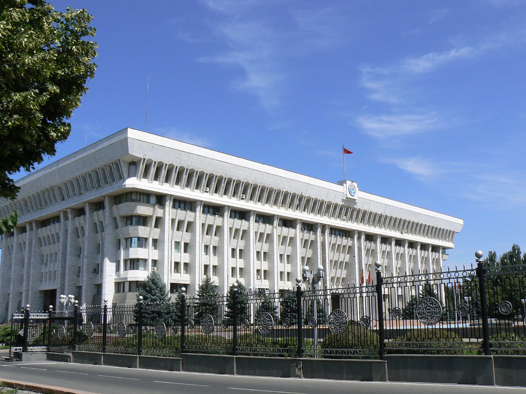 Maison Blanche Bichkek Kirghizstan Politique