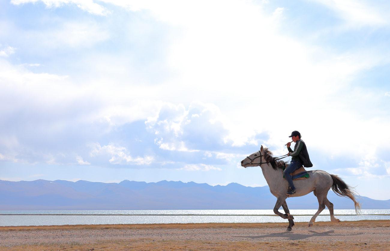 Song Koul lac Kirghizstan cavalier