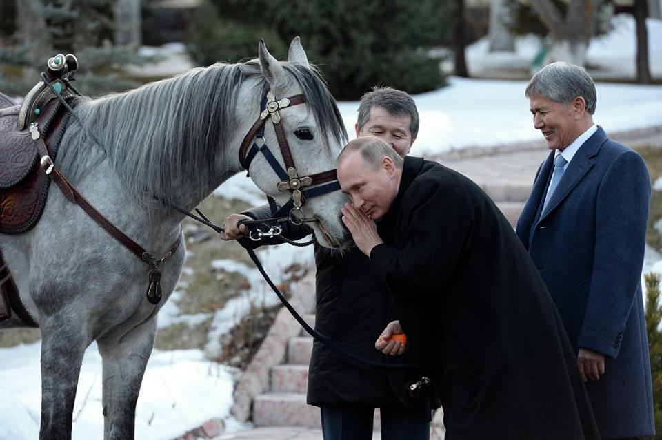 Vladimir Poutine Almazbek Atambaïev Kirghizstan Cheval Russie