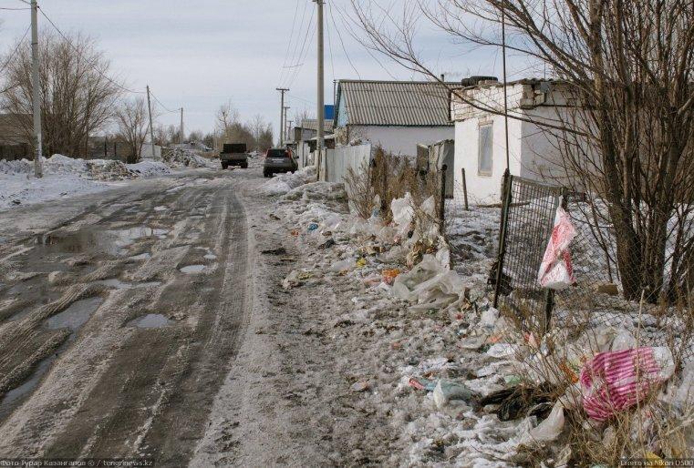 Prigorodny Kazakhstan ordures neige route