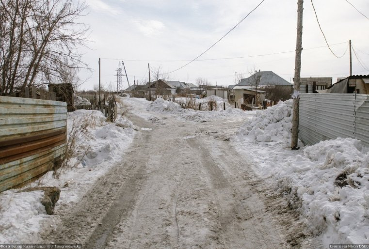 Prigorodny Kazakhstan rue neige glace