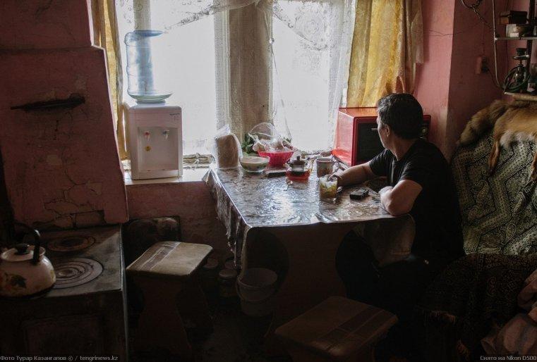 Prigorodny Kazakhstan cuisine habitant thé lumière
