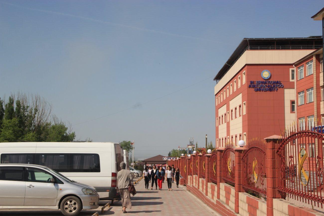 Université Ataturk-Alatoo guleniste Bichkek Kirghizstan Campus