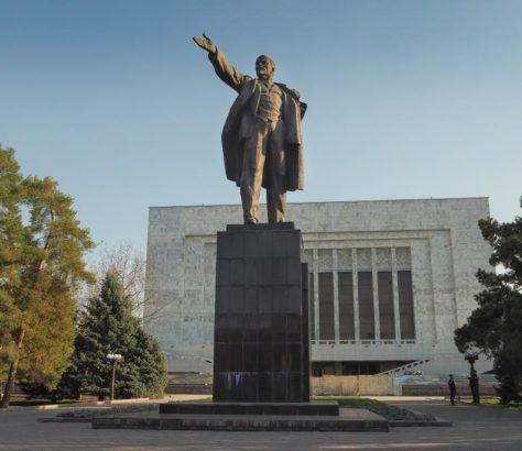 Lénine Bichkek Kirghizstan statue Ala-Too