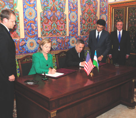 Rustam Azimov Hillary Clinton Ouzbékistan Accord Signature