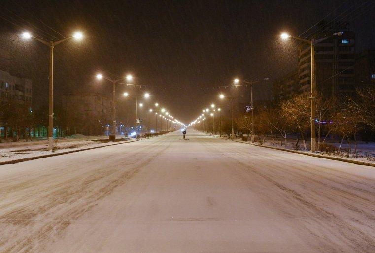 Ekibastouz Kazakhstan Rue Neige Vide Vélo Lumière