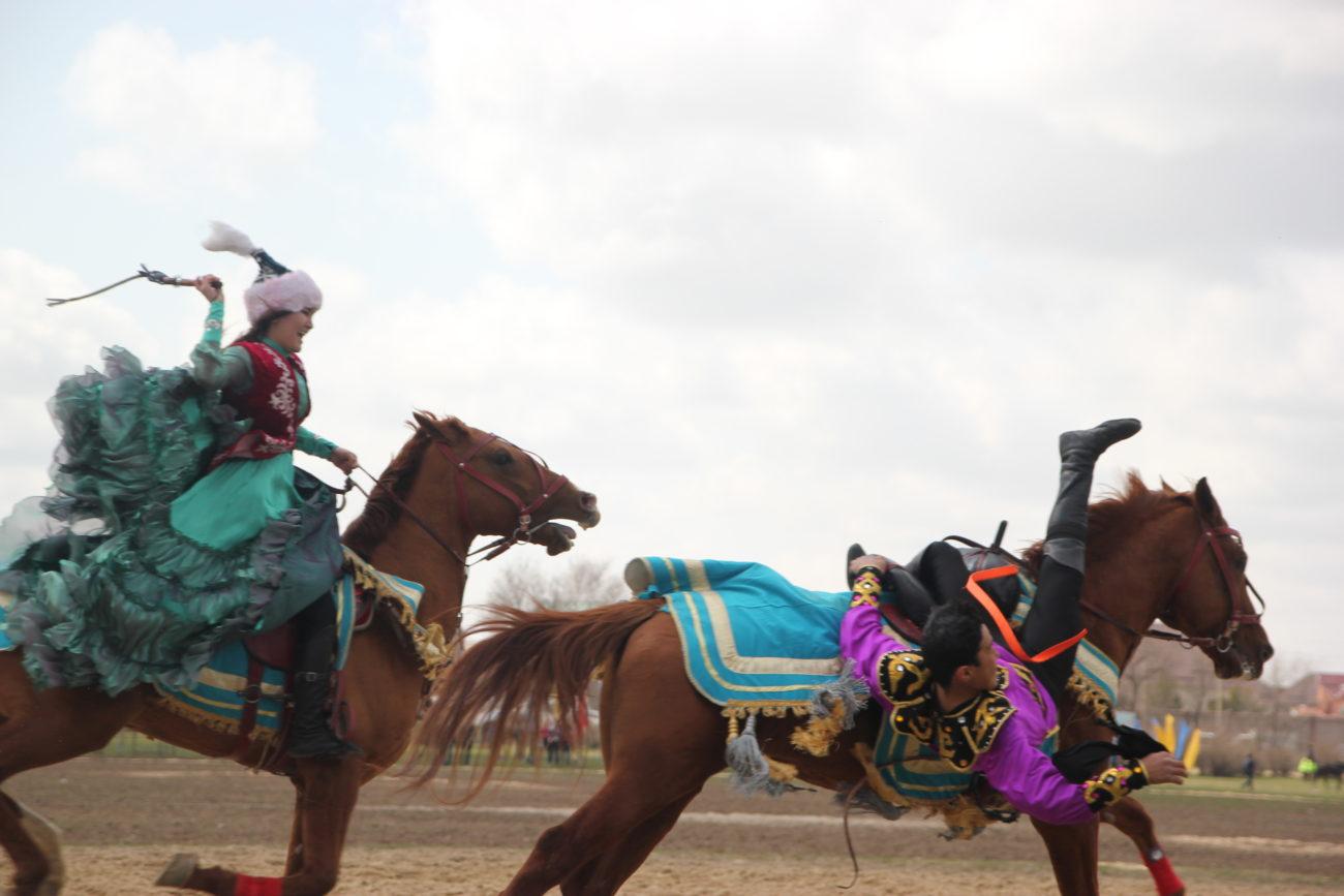Kyz kuu jeu Kirghizstan Nomade Chevaux