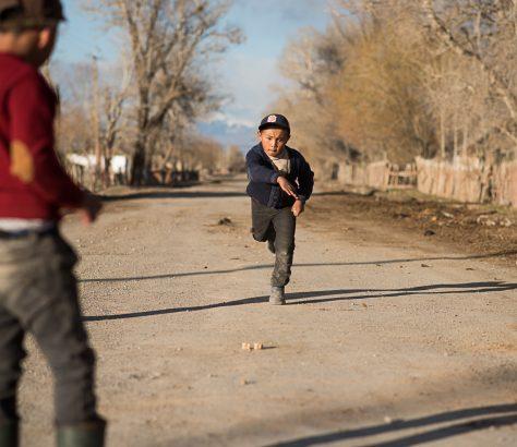 Jeu enfants osselets Kyzyl-Tuu
