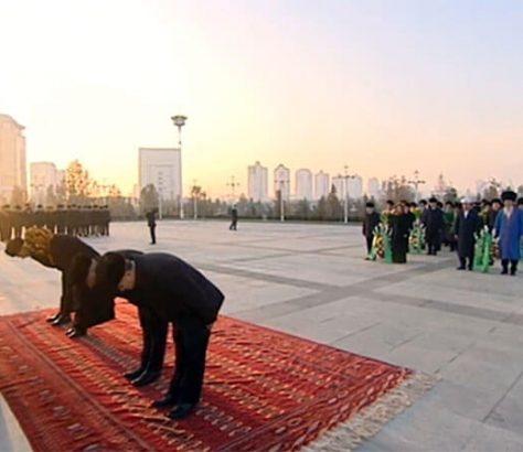 Hommage Saparmourat Niyazov Achgabat Capitale Turkménistan