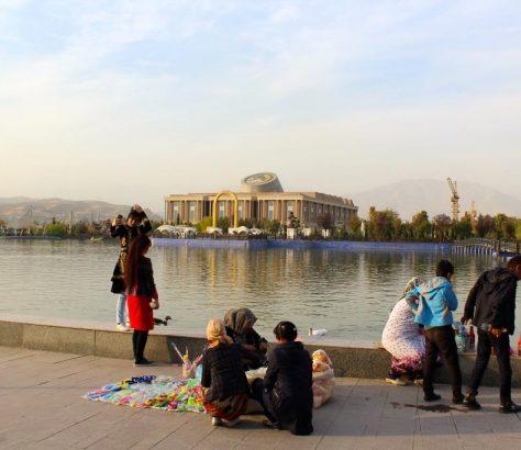 Tadjikistan Parlement Eau Selfie