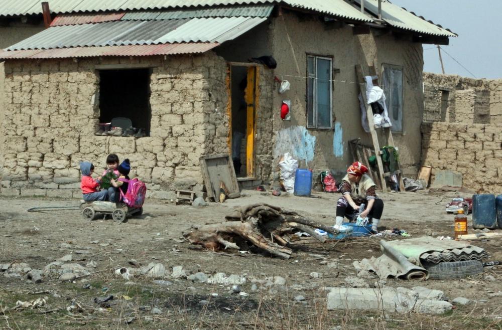 Kirghizstan Banlieue Muras-Ordo Altyn-Kazyk Maison Terre Illégal