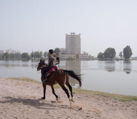 Cheval Lac artificiel Tadjikistan Douchanbé
