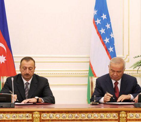 présidents Karimov Aliev drapeaux signature accords