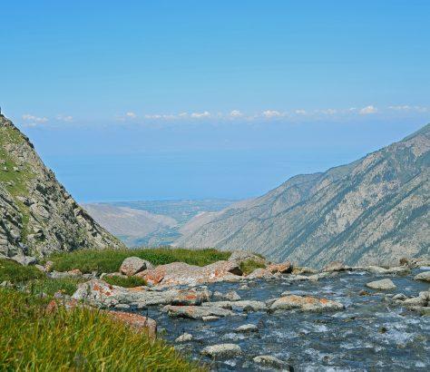 Lac Issik Koul Kirgizstan Montagnes