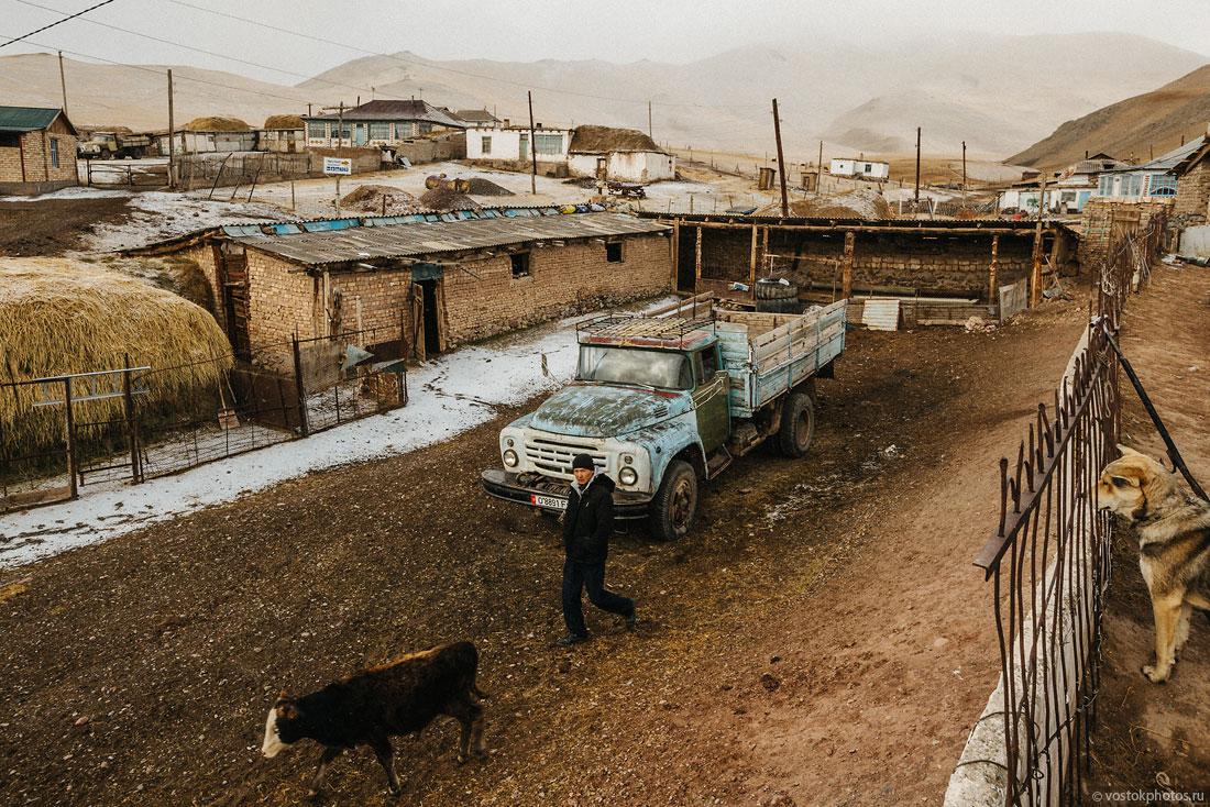 Kirghizstan Pamir Montagne Reportage Paysages Sary-Tach Camion Vache