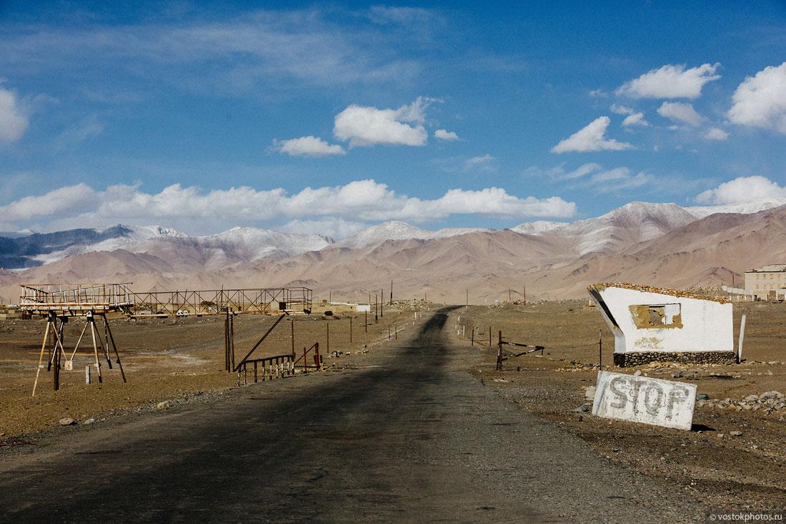 Tadjikistan Pamir Montagne Reportage Paysages Lac Karakoul Stop Panneau
