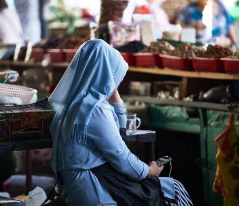 Bazar Photo du Jour Vendeuse