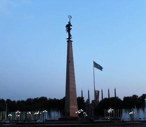 La place Ordabassy au centre de Chymkent, dans le sud du Kazakhstan, est directement reliée au Parc de l'Indépendance, fondé en 2011 à l'occasion du 20ème anniversaire de l'indépendance du Kazakhstan.