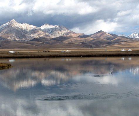 Yourtes Montagnes Son Koul Kirghizstan Photo du Jour