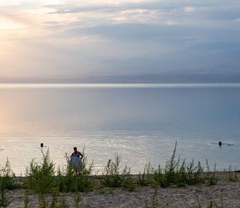Lac de Toktogoul Réservoir Barrage Kirghizstan