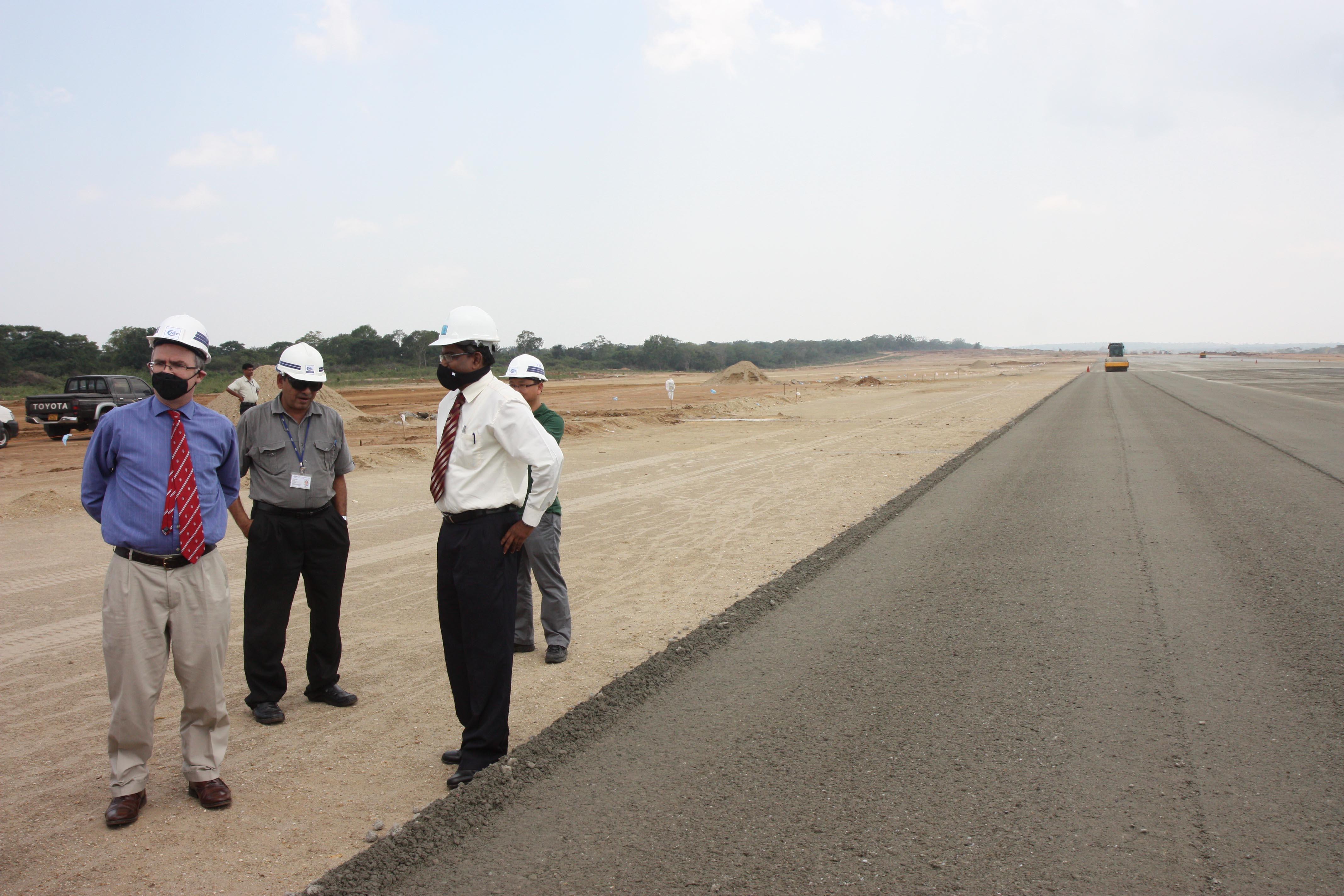 Aéroport Hambantota Sri Lanka Haut Commissaire britannique Visite Diplomatique