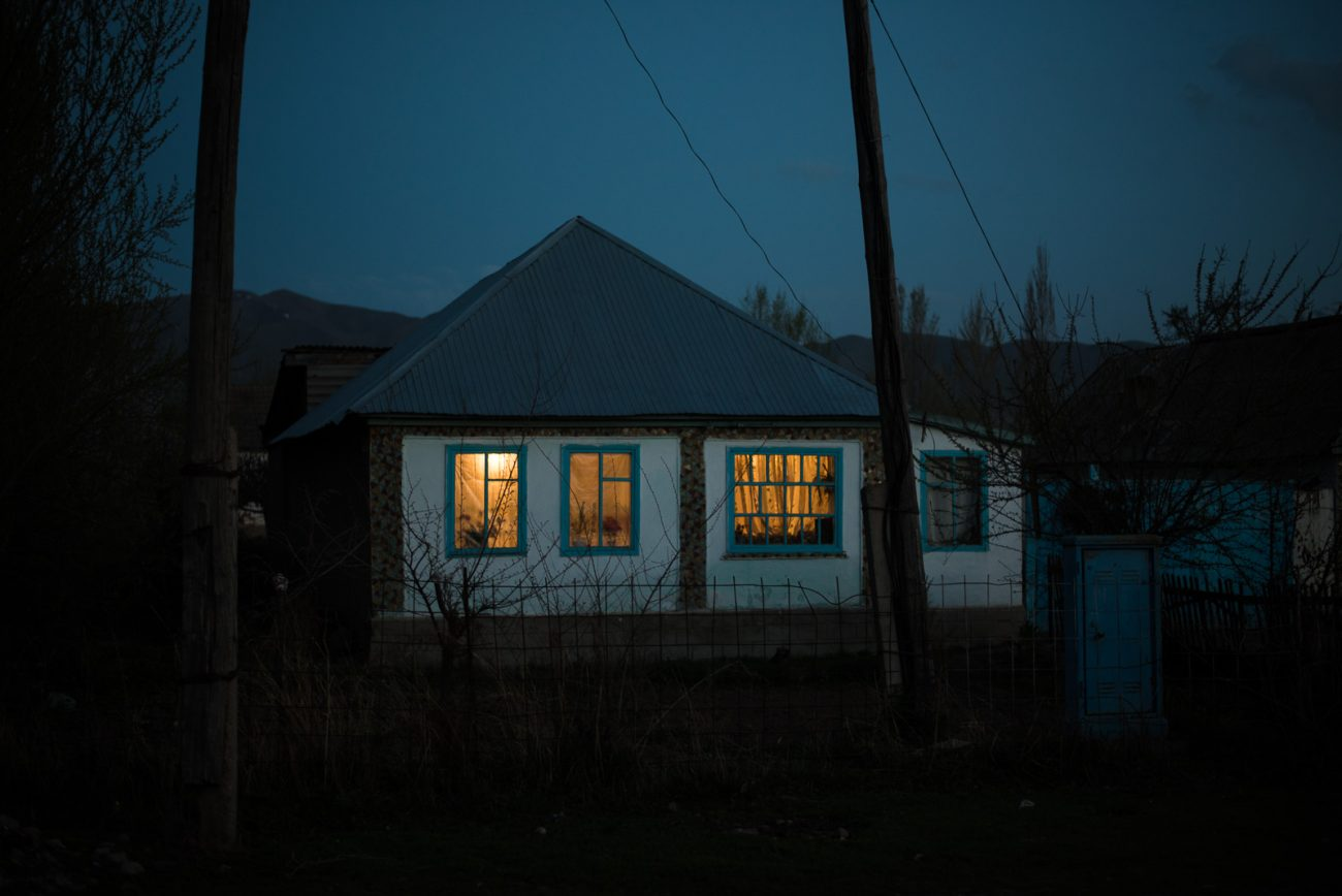 Village Pénombre Kirghizstan Photo du Jour Antoine Béguier