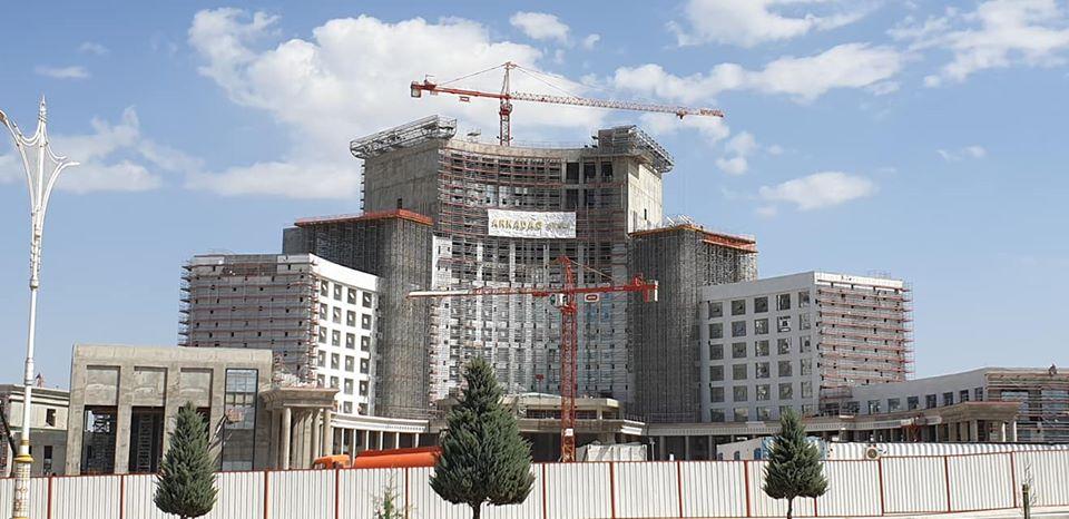 Arkadag Hotel Bouygues Turkménistan Construction Economie Chantier