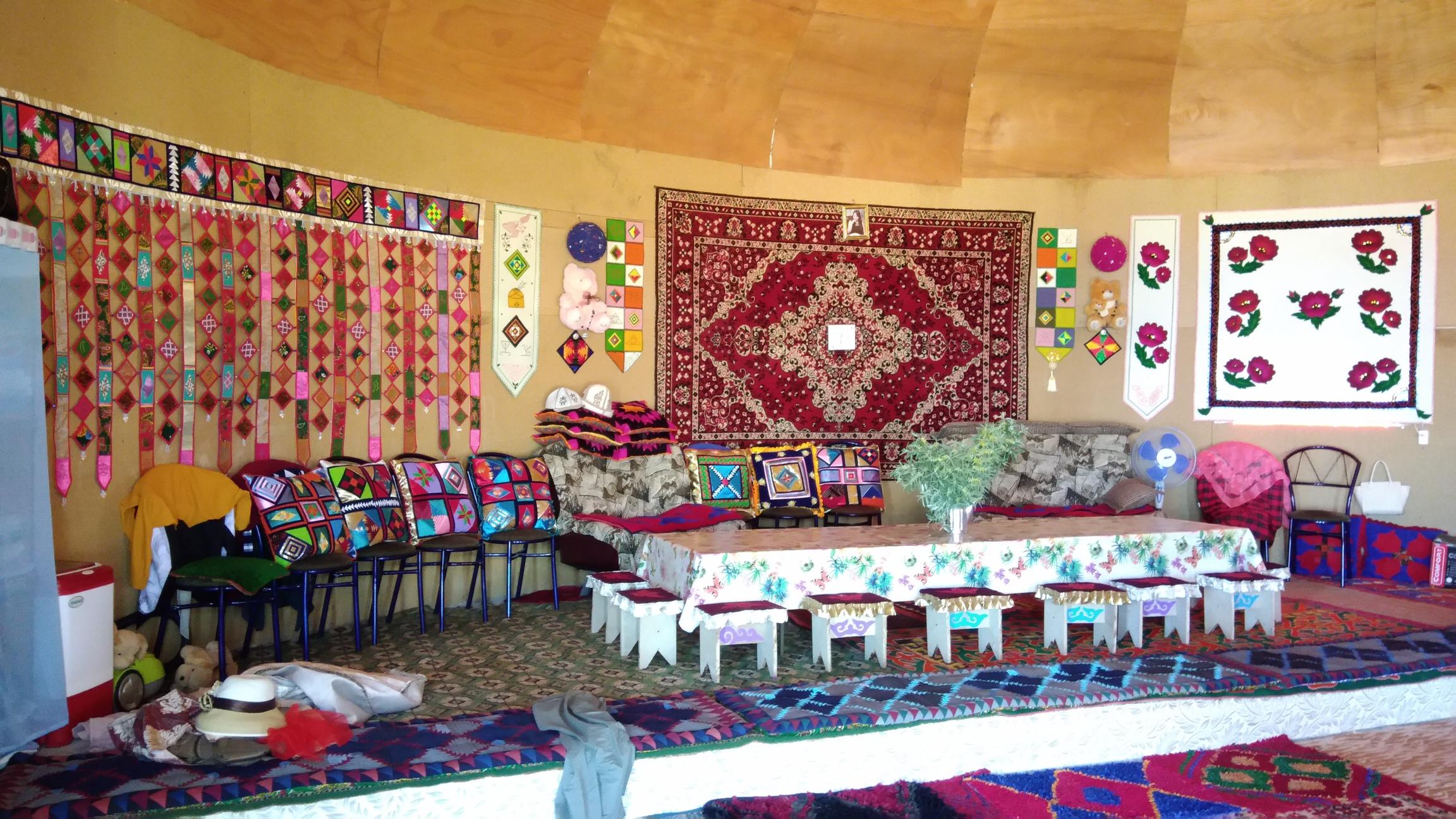 Intérieur Yourtes Hôtes Issyk-Koul Kirghizstan