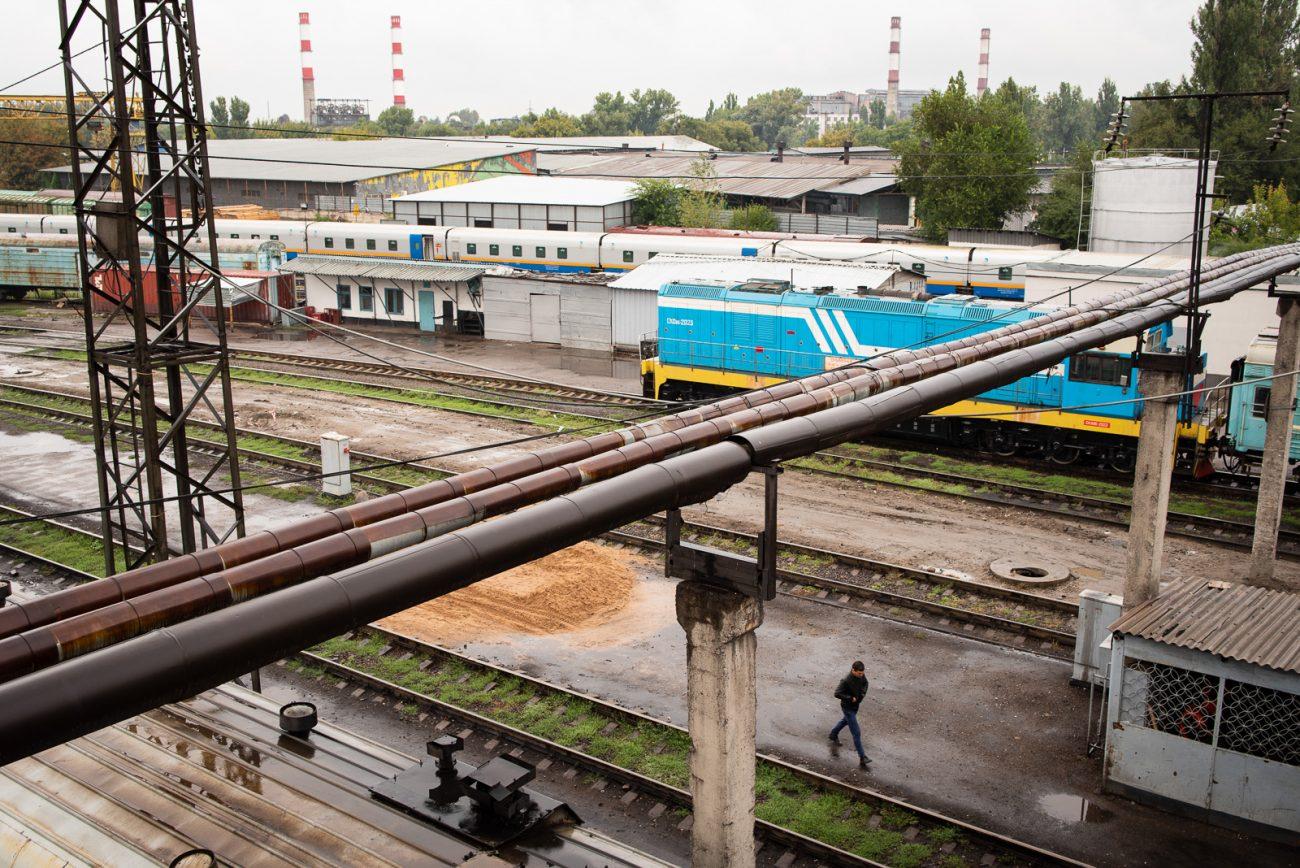 Sur les quais de la gare d'Almaty