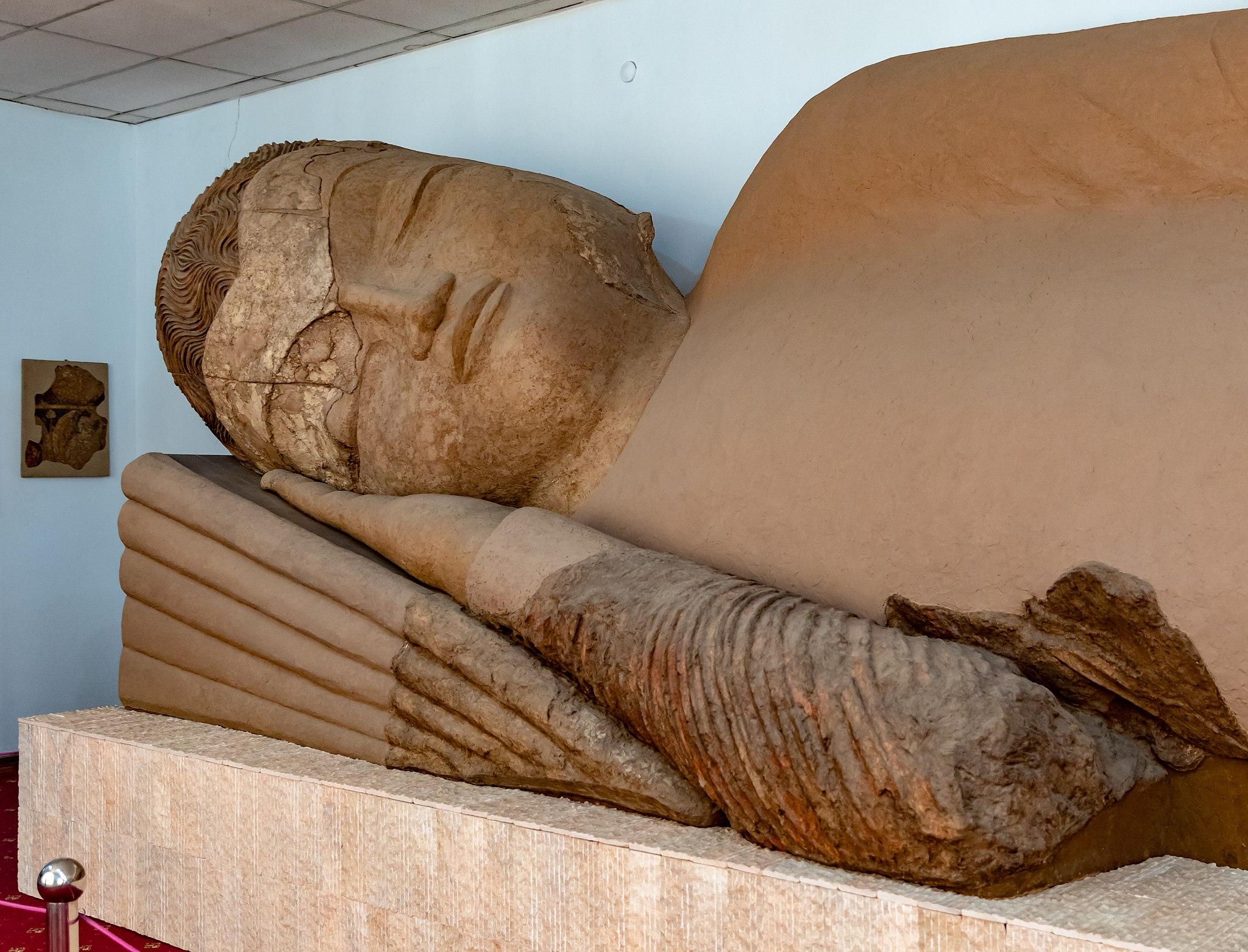 Bouddha Tadjikistan Musée Argile Plus long du monde Routes de la soie
