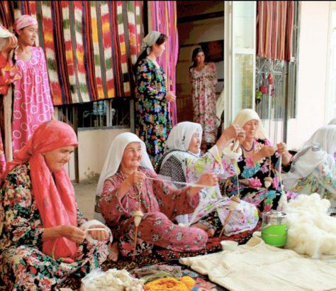 Femmes filant la laine au Tadjikistan