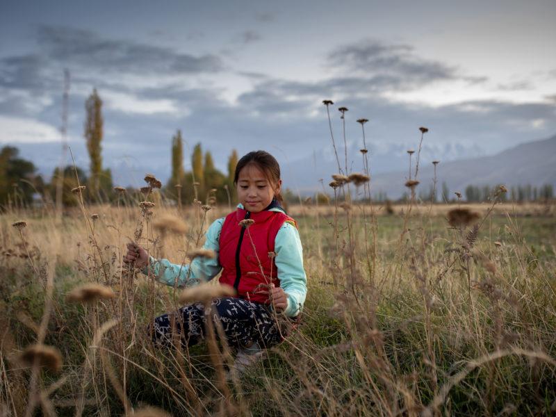 sel, une jeune fille de 8 ans qui vit dans un village à environ 60 km de Bichkek, la capitale kirghize