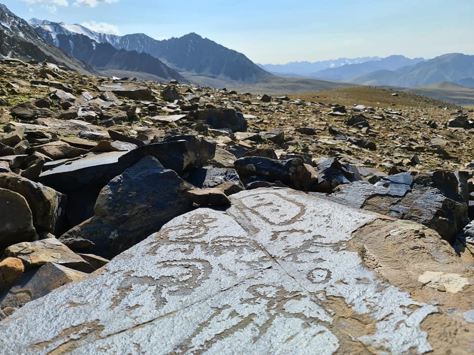 Pétroglyphes Kirghizstan Destruction Environnement Patrimoine Histoire Charbon
