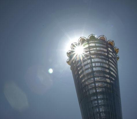 Le monument Altyn Chanyrak dans le parc de l'indépendance à Chimkent, dans le sud du Kazakhstan, symbolise les différentes nationalités vivant dans le pays. Ce parc a été inauguré en 2011 à l'occasion du vingtième anniversaire de la déclaration d'indépendance du Kazakhstan.
