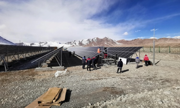 Pamir Tadjikistan Energies renouvelables centrale Solaire Mourghab