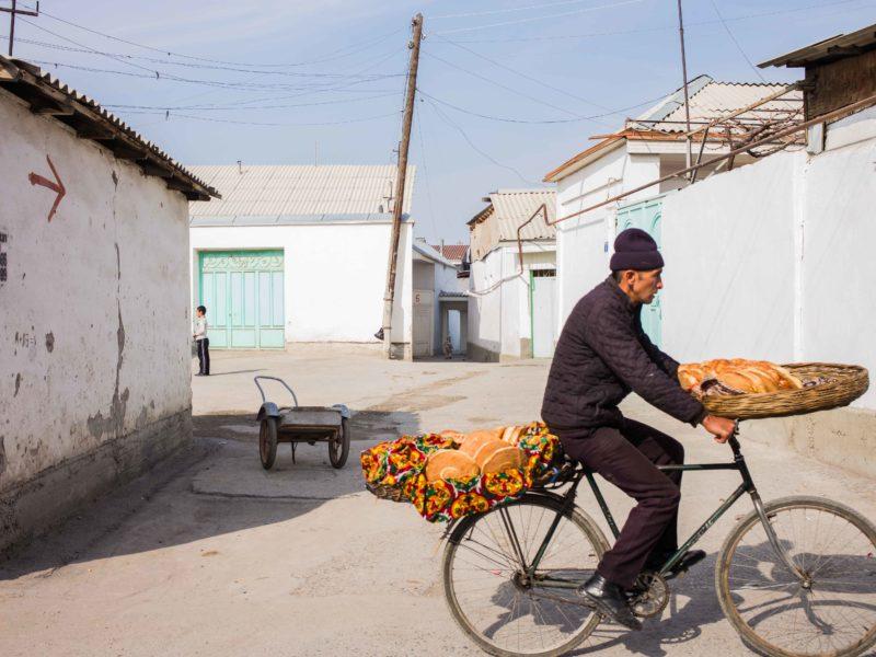 Ouzbékistan Ferghana Marguilan vélo pain vendeur
