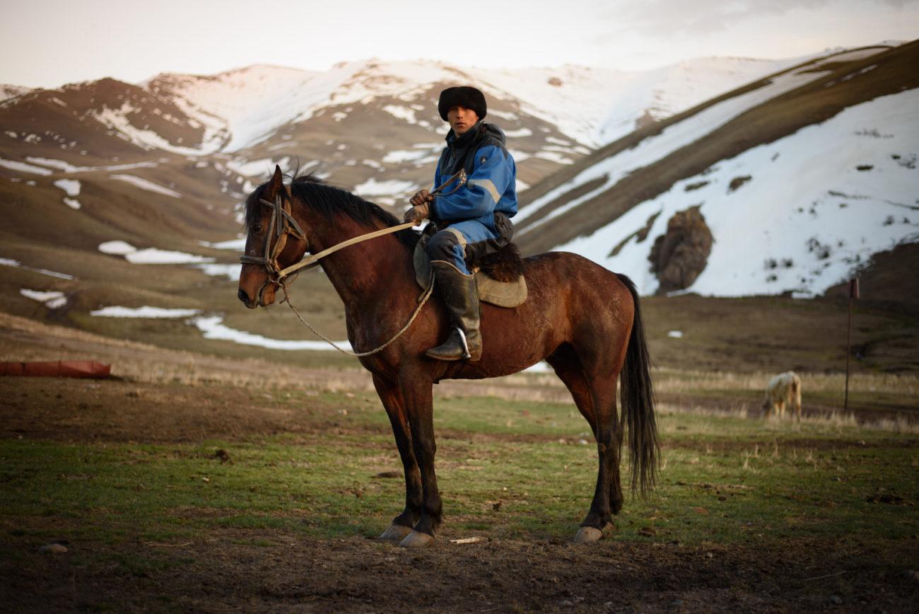 Kirghizstan bouzkachi cheval jeu montagne