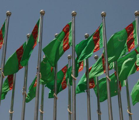 Drapeaux Turkménistan place de l'indépendance Achgabat