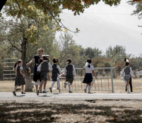 kirghizstan école uniforme scolaire élèves Irina Unruh