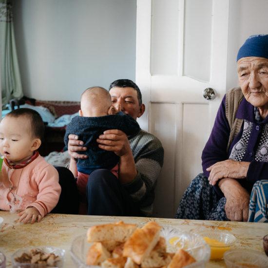 Photo du jour Naryn Kirghizstan Théo Saffroy Famille