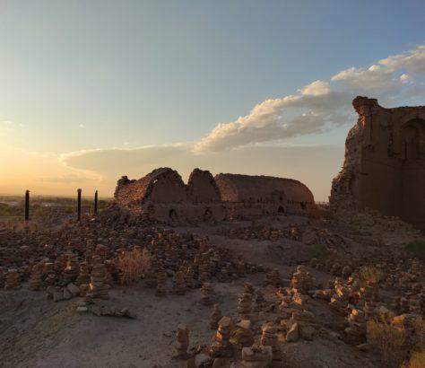 Ouzbékistan Tours de pierre ruines mizdakhan
