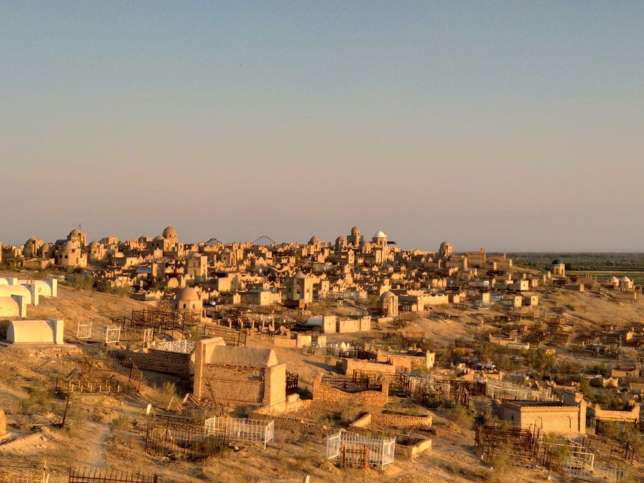Ouzbékistan noukous karakalpakistan vieux cimetière