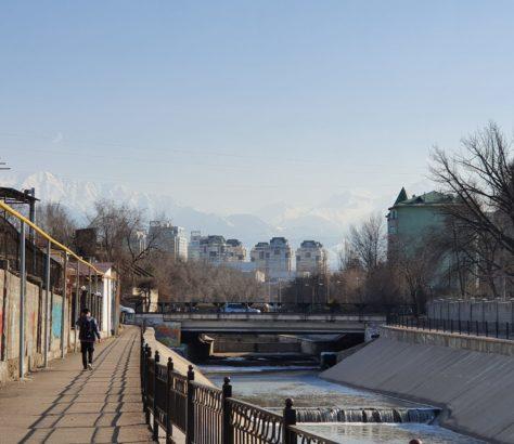 Kazakhstan Almaty rue architecture