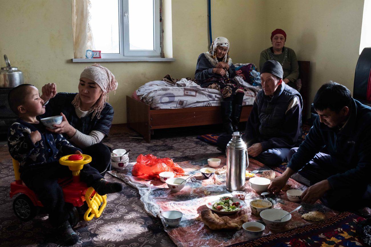 La famille d'Abdilla kirghizstan sary-moghol cbt tourisme