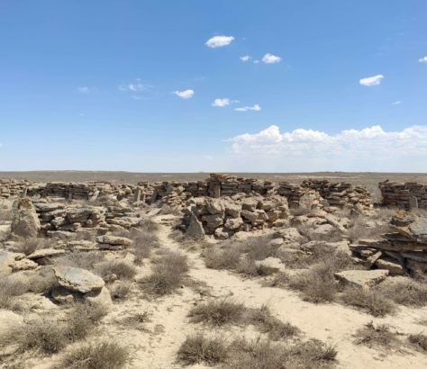 Ouzbkistan tombes cimetières kazakh pierres Oust-Ourt