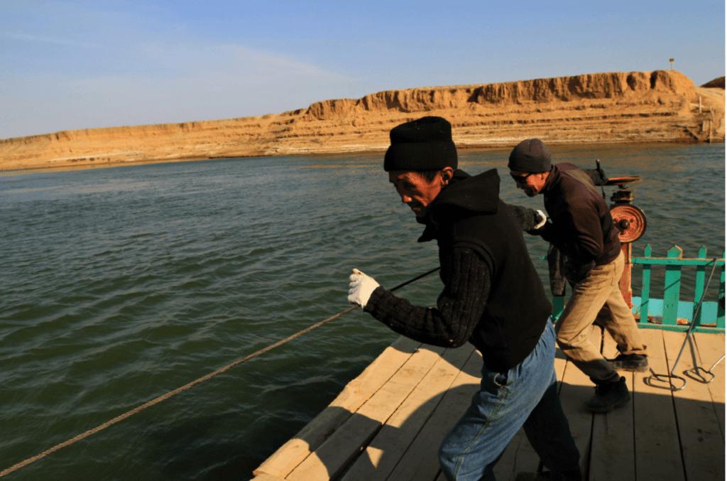 Passeurs Bacs Traversée Oural Kazakhstan Environnement